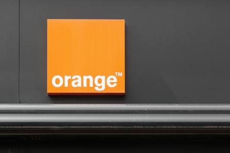 Firminy, France - le 17 Août, 2016: orange anciennement France Télécom, est une société multinationale de télécommunications français. Orange a été la marque principale de l'entreprise pour mobile, fixe et internet