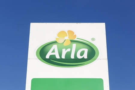 cooperativa: Taulov, Denmark - September 10, 2015: Arla Foods  logo on a panel. Arla Foods is an international cooperative based in Aarhus, Denmark, and the largest producer of dairy products in Scandinavia Editorial