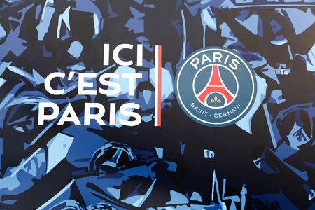 Paris, France - March 28 2016: PSG logo and slogan on the wall of Parc des Princes. Paris Saint-Germain Football club is a French professional association football club based in Paris, France Éditoriale