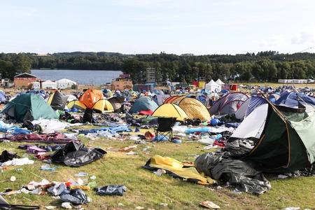 """Skanderborg, Dänemark - 14. August 2017: Feld- und Zeltdorf nach dem Rockfestival """"Smukfest"""" in Skanderborg, Dänemark"""