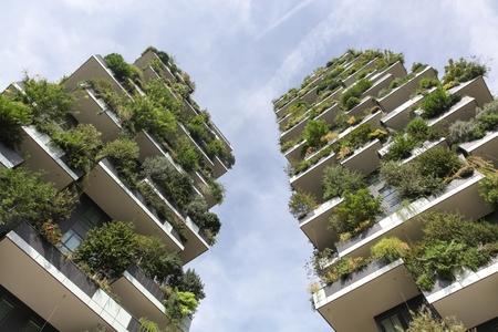 Milaan, Italië - September 15, 2016: De verticale bosbouw geroepen Bosco-verticaal in het Italiaans, Milaan, Italië Stockfoto - 85598278