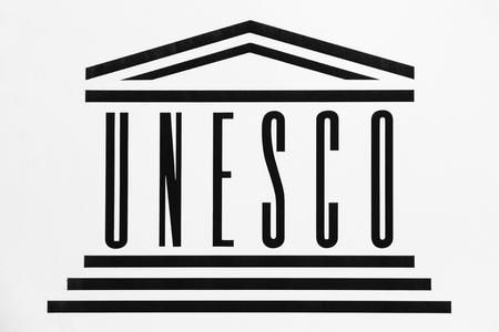 壁にジュネーブ, スイス - 2017 年 10 月 1 日: ユネスコ ロゴ。ユネスコなどは、国連教育、科学および文化の組織はパリに拠点を置く国連の専門機関で 報道画像