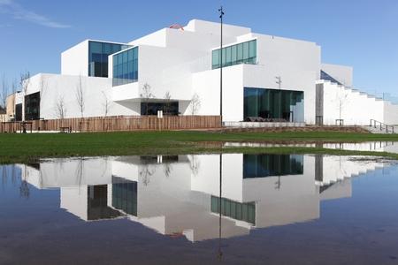 Billund, Denemarken - 30 oktober 2017: Het Lego House is een gebouw in Billund, Denemarken, de stad van het merk Lego en het werd ingewijd in september 2017