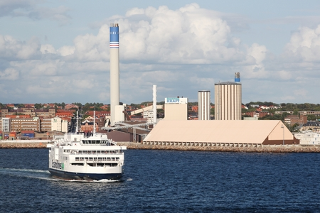 Helsingborg, Sweden - August 26, 2018: View of the city of Helsingborg in Sweden with the  Oresundskraft power plant and Scandlines ferry Standard-Bild - 114643807