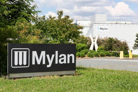 Chatillon sur Chalaronne, France - May 22, 2018: Mylan factory in France. Mylan is a global generic and specialty pharmaceuticals company with headquarters in Canonsburg, Pennsylvania, USA 新聞圖片