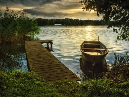 canne: Tramonto sul lago Archivio Fotografico