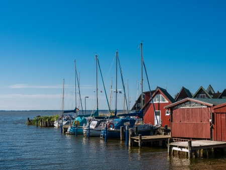 Bootshäuser in Ahrenshoop Deutschland Standard-Bild - 14942229