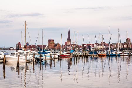 Blick über die Warnow nach Rostock.