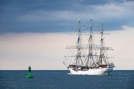 Windjammer on the Baltic Sea in Warnemuende, Germany. Standard-Bild - 109182437