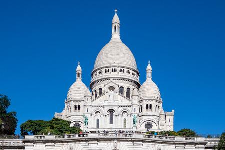 View to the basilica Sacre-Coeur in Paris, France. Standard-Bild - 109172382