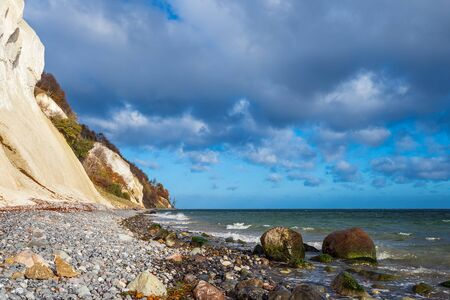 Baltic Sea coast on the island Moen in Denmark. Banque d'images - 129369756