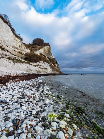 Baltic Sea coast on the island Moen in Denmark. Banque d'images - 129369771
