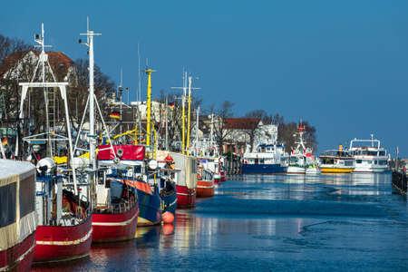 Fishing boats in winter time in Warnemuende, Germany. Standard-Bild