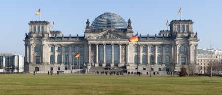 Reichstagsgebäude in Berlin Standard-Bild - 8772381