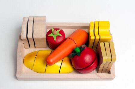 juguetes de madera: Juguetes de madera en forma de alimentos