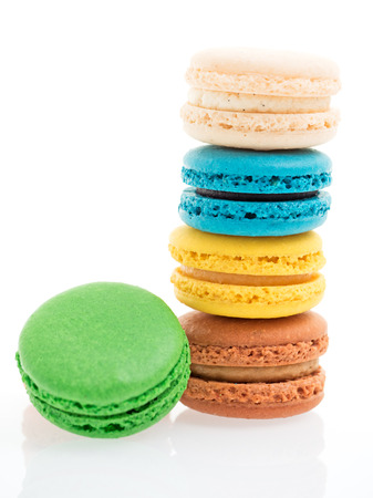 isoliert: closeup of colorful macarons isolated on white background Stock Photo