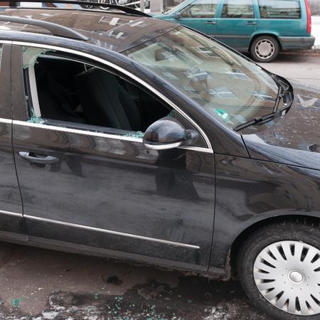 damaged car Standard-Bild