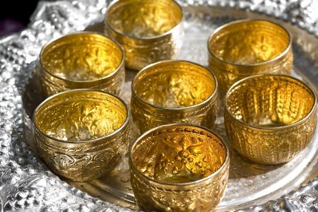 remuneraciones: Cuenco de oro de las monedas
