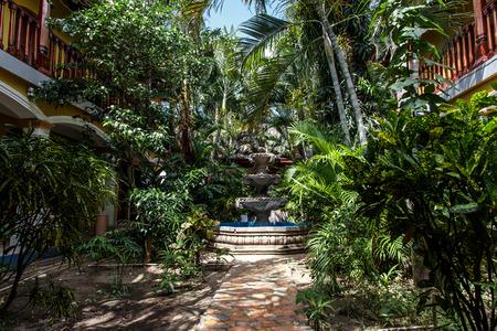 casa colonial: jard�n de la casa colonial de Nicaragua