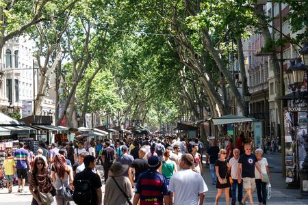 Barcelona, Catalunya- june 12th 2015: street view with people in Las Ramblas Éditoriale