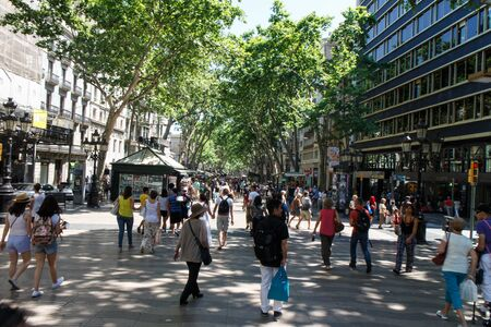 singular architecture: Barcelona, Catalunya- june 12th 2015: street view with people in Las Ramblas Editorial