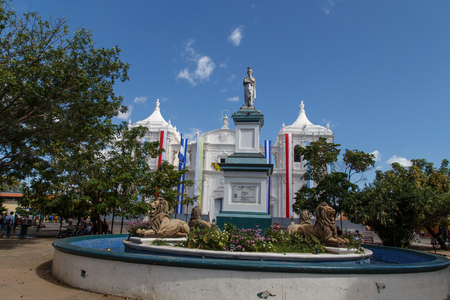 maximo: statue Maximo Jerez fountain Ruben Dario Park Cathedral of Leon Nicaragua