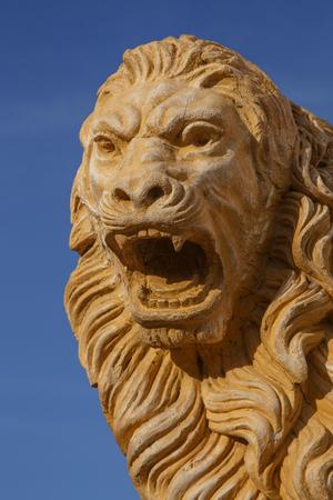 cara leon: escultura de la cabeza del le�n de Le�n, Nicaragua