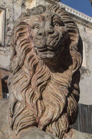 cara leon: escultura de piedra del le�n de la catedral de Le�n, Nicaragua
