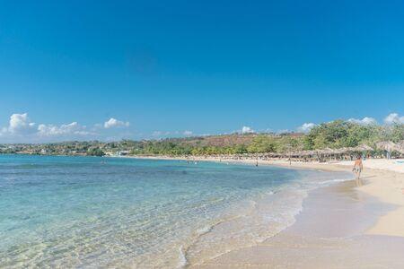 playa: Cuba - Caribbean beach Playa Rancho Luna in Cienfuegos. Sandy coast