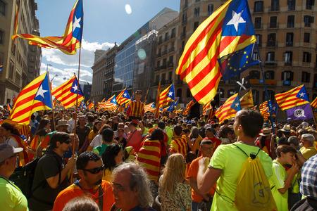 Barcelona, ??Cataluña, España, 11 de septiembre de 2017: Apoyo a la independencia de Catalunya durante el día nacional Foto de archivo - 86599676