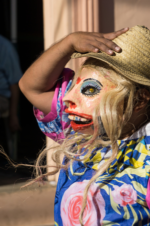 Granada, Nicaragua – February 15, 2017:  People wearing traditional dress and colorful masks during celebration of Carnival. Nicaragua traditional folk Redactioneel