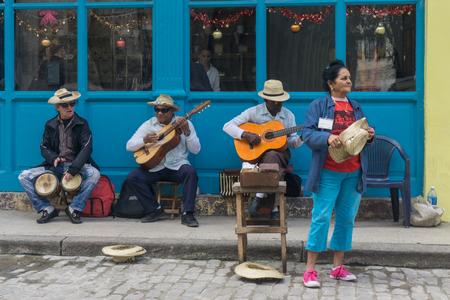 La Havana, Cuba, il 9 gennaio 2017: gruppo di musica cubana su street