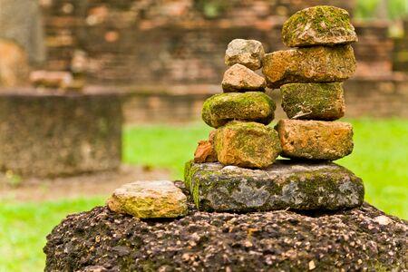 Le tas de vieilles briques dans le parc historique de Sukhothai, Tha�lande