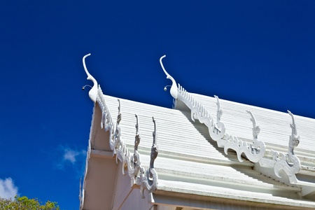 Le toit de l'�glise de style tha�landais au Wat Phra That Doi Tung, province de Chiang Rai, Tha�lande