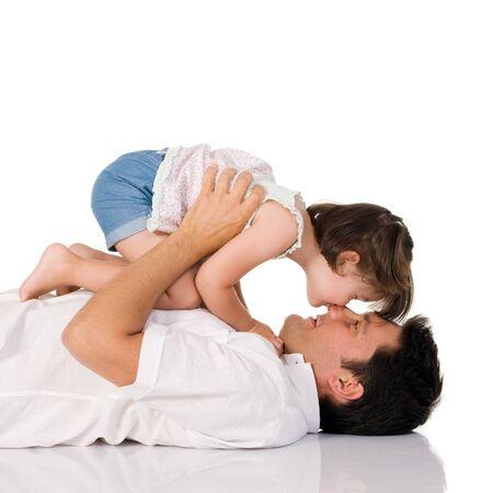 d?a: Adorable ni�o poco le da un beso dulce en la nariz de su padre