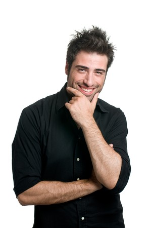 cabello negro: Latin joven sonriente y mirando la c�mara aislado sobre fondo blanco  Foto de archivo