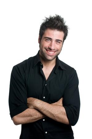 beau jeune homme: Jeune homme latin souriant et regardant caméra isolé sur fond blanc