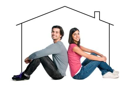 so�ando: Feliz pareja joven de latin so�ar con su nuevo hogar aislado sobre fondo blanco  Foto de archivo