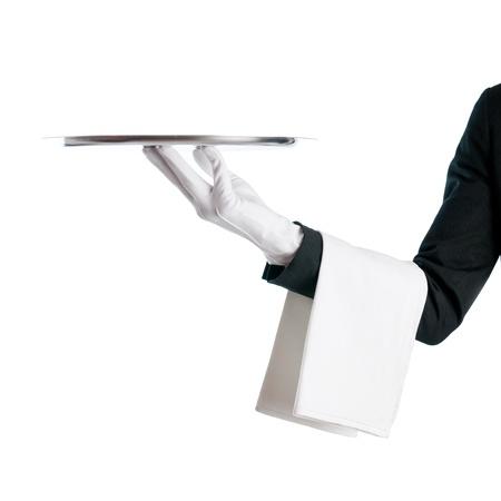 mesero: Camarero al servicio con una bandeja de acero inoxidable aislada sobre fondo blanco