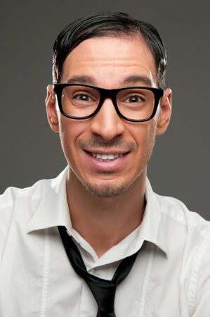 stupor: Divertido retrato de nerd feliz con expresi�n ingenua
