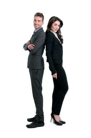 fashionable couple: Sonriente permanente de pareja de negocios juntos aislada sobre fondo blanco