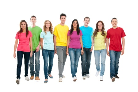 solidaridad: Gran grupo de amigos caminando juntos y mirando su futuro aislada sobre fondo blanco Foto de archivo