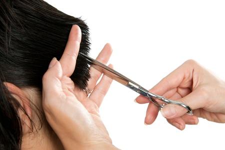 Friseur schneiden langen Haaren isoliert auf weißem Hintergrund, Schere Detail. Standard-Bild
