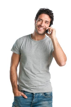 흰색 배경에 모바일 격리에 대해 얘기하는 행복 웃는 젊은 남자 스톡 콘텐츠