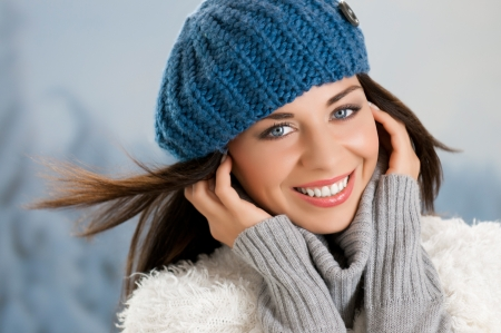 Portrait of smiling lovely girl in winter clothes outdoor Stock Photo - 15155150