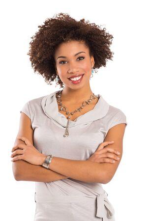 cabello rizado: Muchacha con los brazos cruzados aislados sobre fondo blanco Foto de archivo