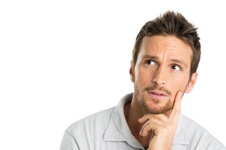 hombre preocupado: Retrato de hombre joven pensativo aislado sobre fondo blanco Foto de archivo