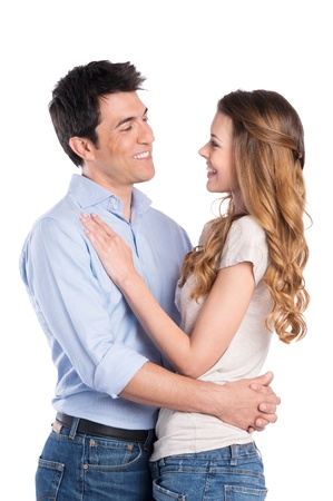 romance: Feliz jovem homem abraçando mulher isolada no fundo branco Imagens