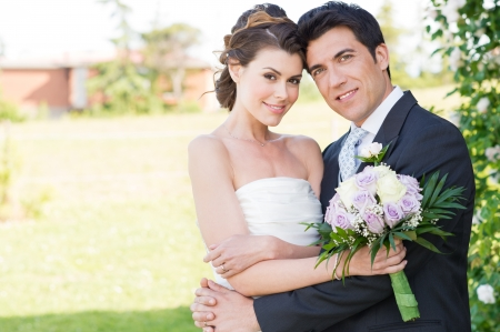 esküvő: Portré a boldog szép fiatal házaspár