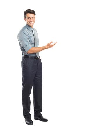 Hombre de negocios feliz joven que presenta Aislado Sobre Fondo Blanco Foto de archivo - 22583694